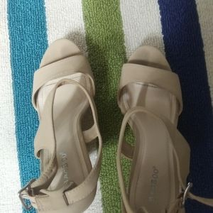 2 FOR $10 WOMENS SIZE 9 CUTE SHOES
